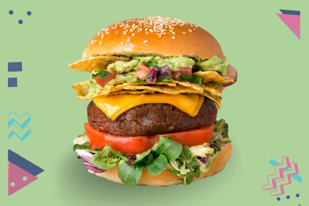 Burger de soja, guacamole, queso cheddar (opción vegana), nachos, tomate, brotes tiernos y pico de gallo